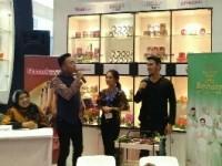 Elizabeth Helen Hadir di Pasar Kosmetik Indonesia