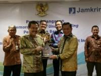 Askrindo dan Jamkrindo Tanda Tangani MoU Penjaminan Bersama