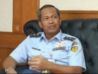Marsda TNI DR. Umar Sugeng Hariyono Orang Pertama Yang Terbangkan Pesawat CN-235