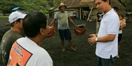 Tingkatkan Nilai Jual Garam Lokal, Bupati Suwirta Buat Garam Beryodium