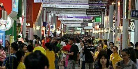 Pengunjung Jakarta Fair Dimanjakan Dengan Berbagai Diskon