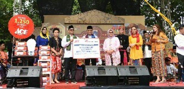 Dukung Kampanye Lingkungan, ACE Terangi 1250 Lampu Hemat Energi dan Hias ke Kampung Betawi