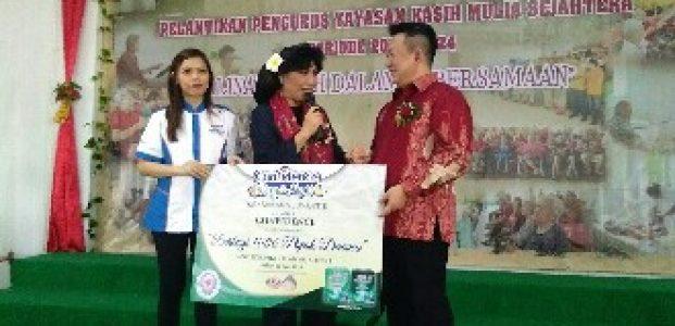 Peduli Kasih, Confidence dan Anne Avantie Serahkan 1000 Popok Dewasa ke Panti Werdha