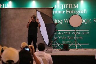 FujiFilm Gandeng Darwis Triadi Berikan Workshop Fotografi
