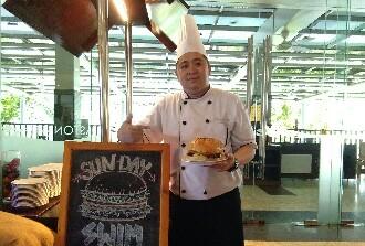 "Aston Bogor Hotel & Resort Manjakan Pengunjung Menu ""SundayBurgerSwim"""