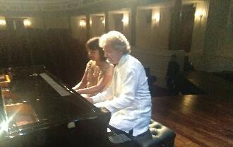 Duo Pianis Asal Perancis Tampilkan Musik Klasik Tradisional Jawa di Heritage Cincert Dengan Indah